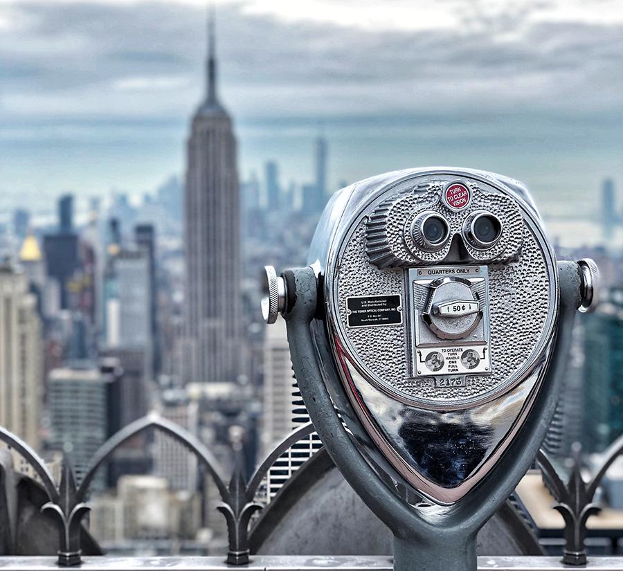 Telescopio en el Top of the Rock para ver el Empire State Building. Foto de  Kristijan Mladenov en Unsplash