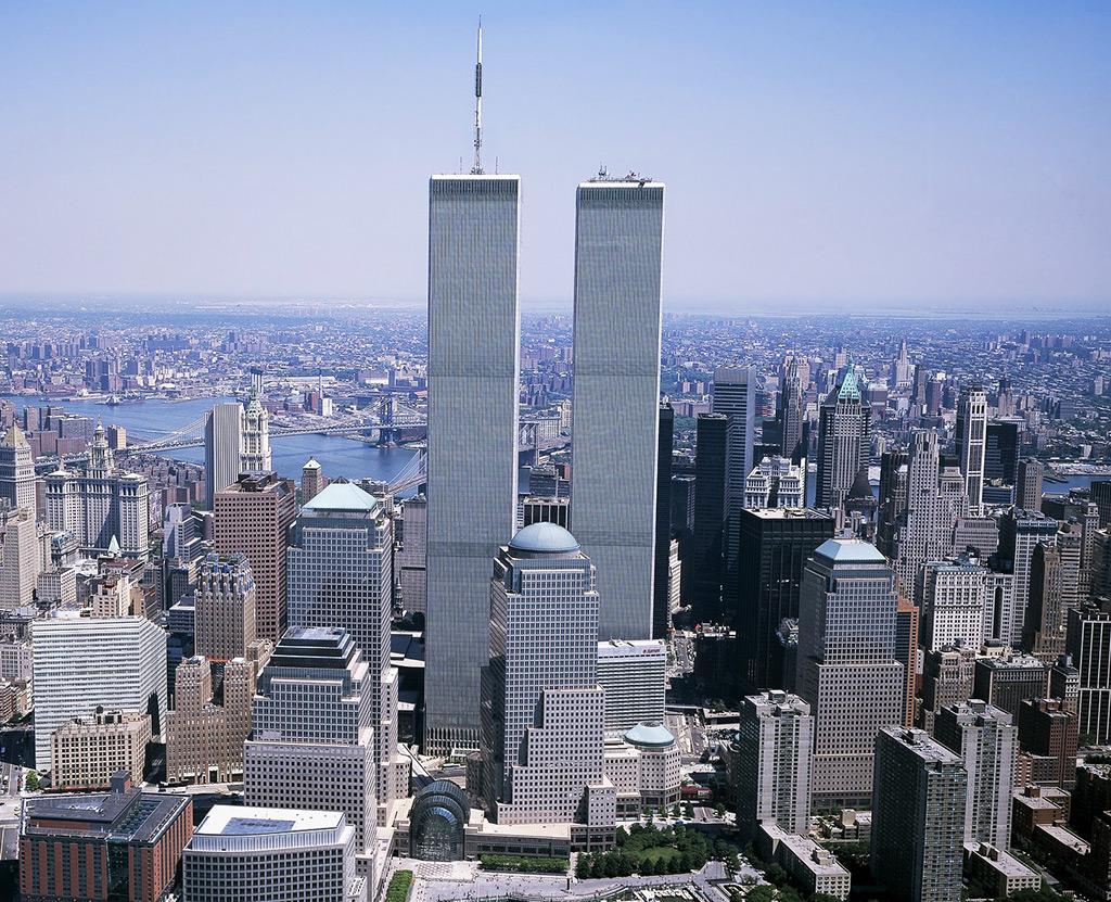 Foto de las Torres Gemelas de Nueva York desparecidas trágicamente en 2001 de Geralt. Imagen de dominio público disponible en Pixabay https://pixabay.com/es/photos/world-trade-center-wtc-2699805/