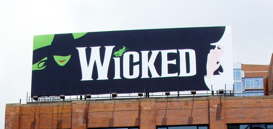 Letrero promocional del Musical de Broadway Wicked - Foto de AHM