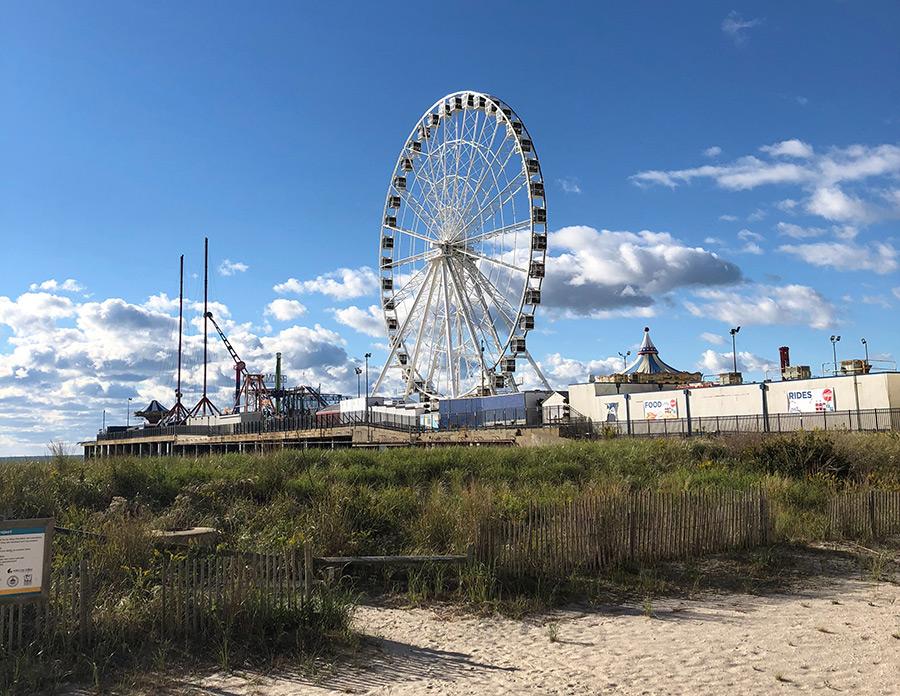 Perfil de Atlantic City junto a la costa. Foto de Kealan Burke en Unsplash disponible en https://unsplash.com/photos/fTsUGuLxAlA