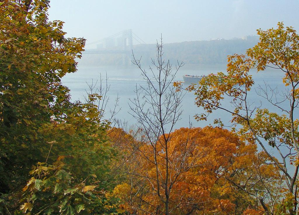 Vista del Río Hudson y el Puente George Washington desde el Fort Tyron Park - Foto de AHM