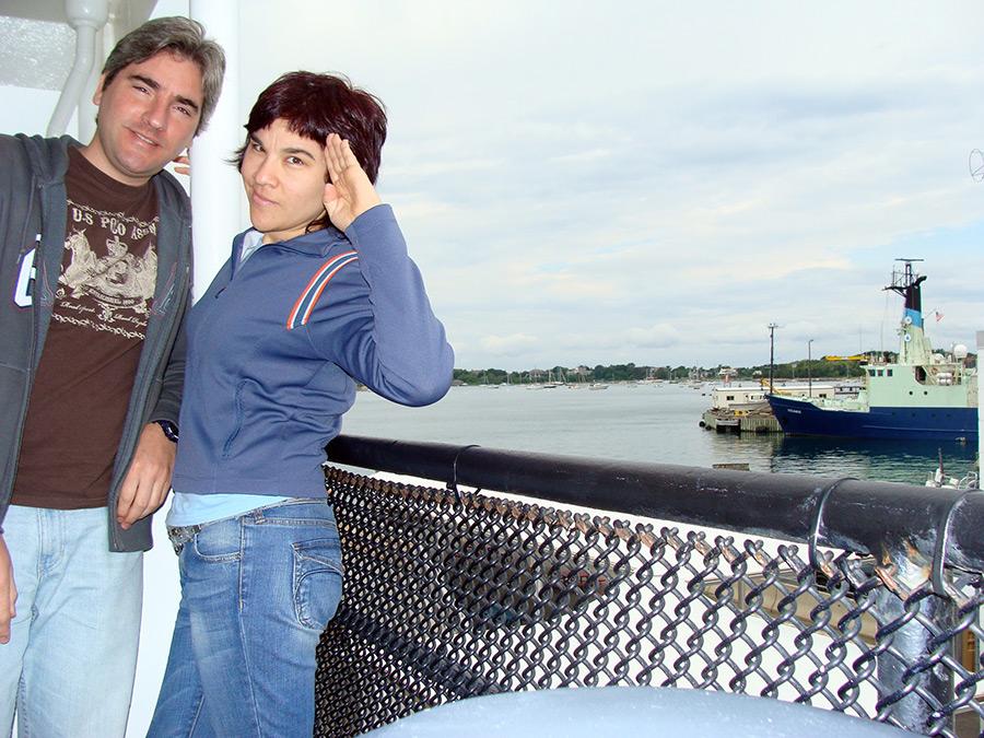 Hermanos Hoare durante el Cruce en ferry durante un roadtrip por Nueva Inglaterra - Foto de Andrea Hoare Madrid