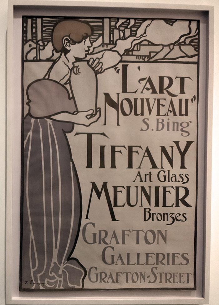 Cartel antiguo de la Neustadt Collection of Tiffany Glass expuesto en el Museo de Queens - Foto de AHM