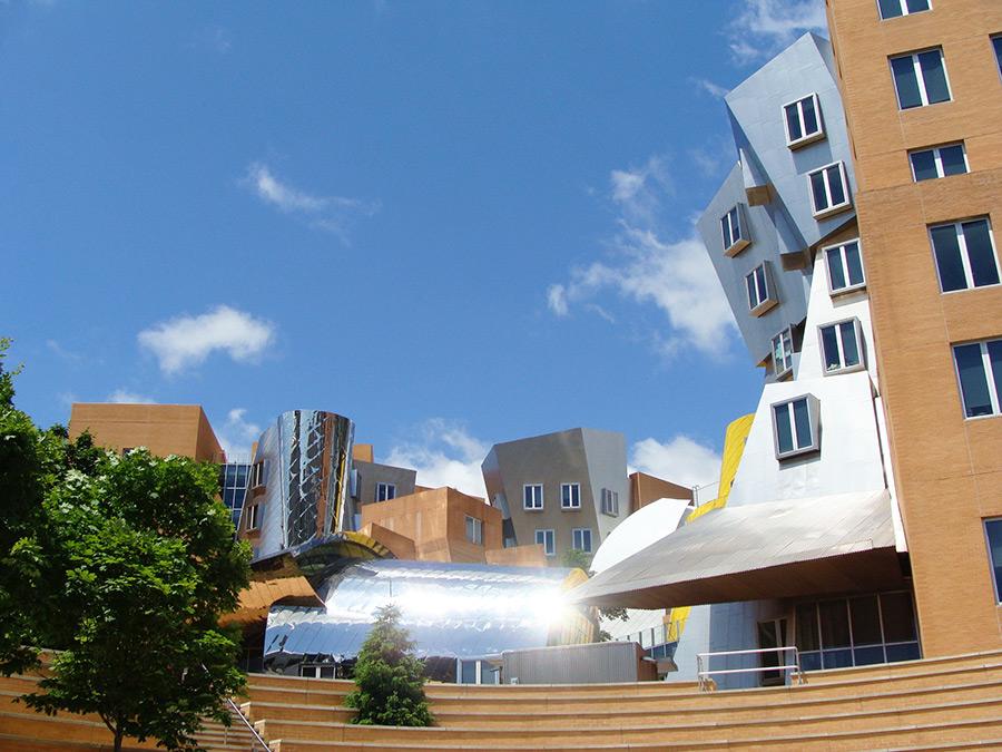 Edificio del centro Ray and Maria Stata diseñado por Frank Gehry en el MIT - Foto de Andrea Hoare Madrid