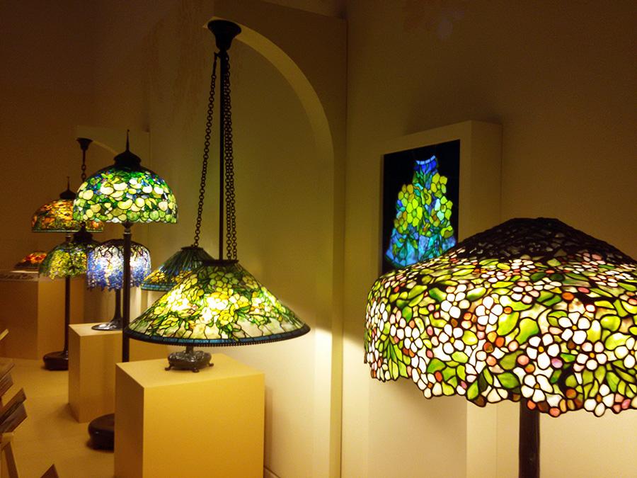 Lámparas de vitrales de Tiffany en el Museo de Arte de Queens - Foto de Andrea Hoare Madrid