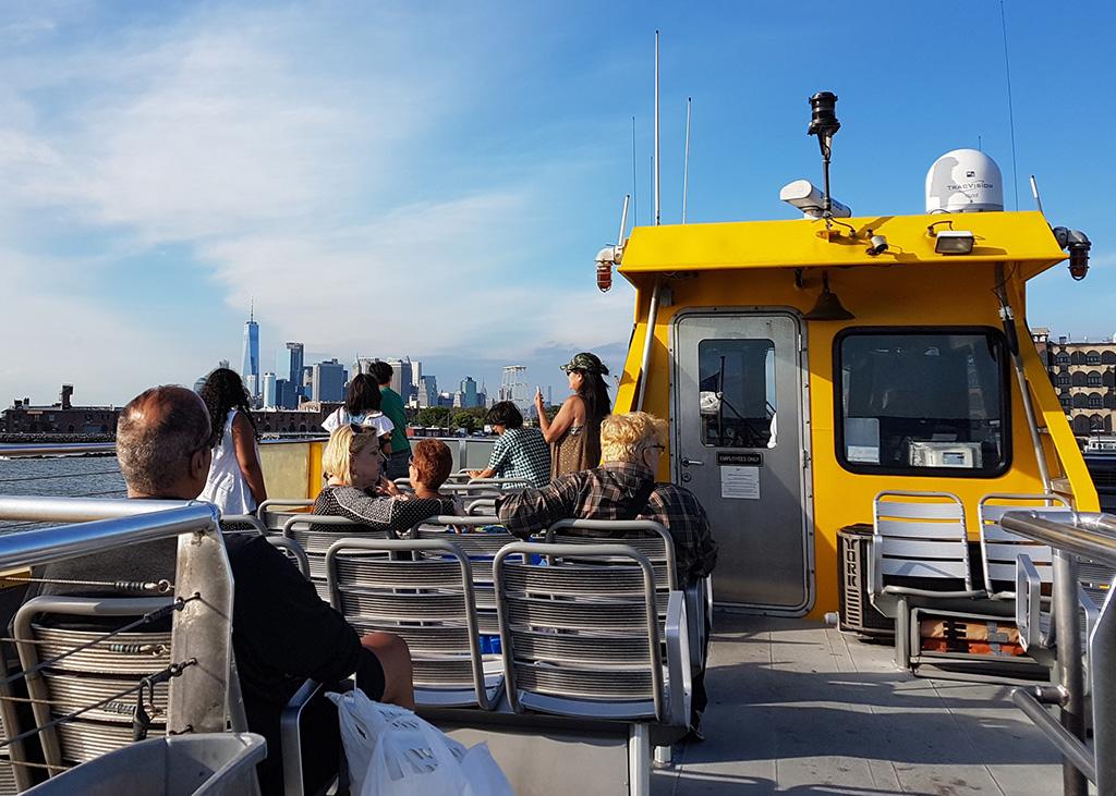 Vista de One World Trade Center y Lower Manhattan desde la cubierta del New York Water Taxi - Foto de Andrea Hoare Madrid