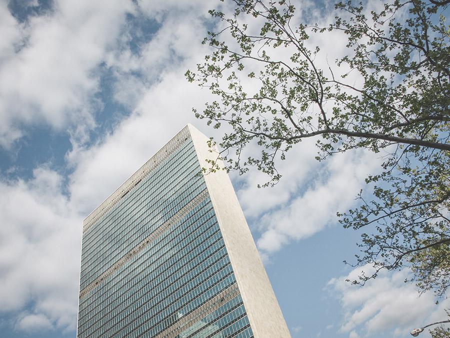 United Nations Headquarters (Edificio de la Secretaría de la Organización de las Naciones Unidas en Nueva York) - Foto de Tomas Eidsvold en Unsplash disponible en https://unsplash.com/photos/TDBJpAX_nI0