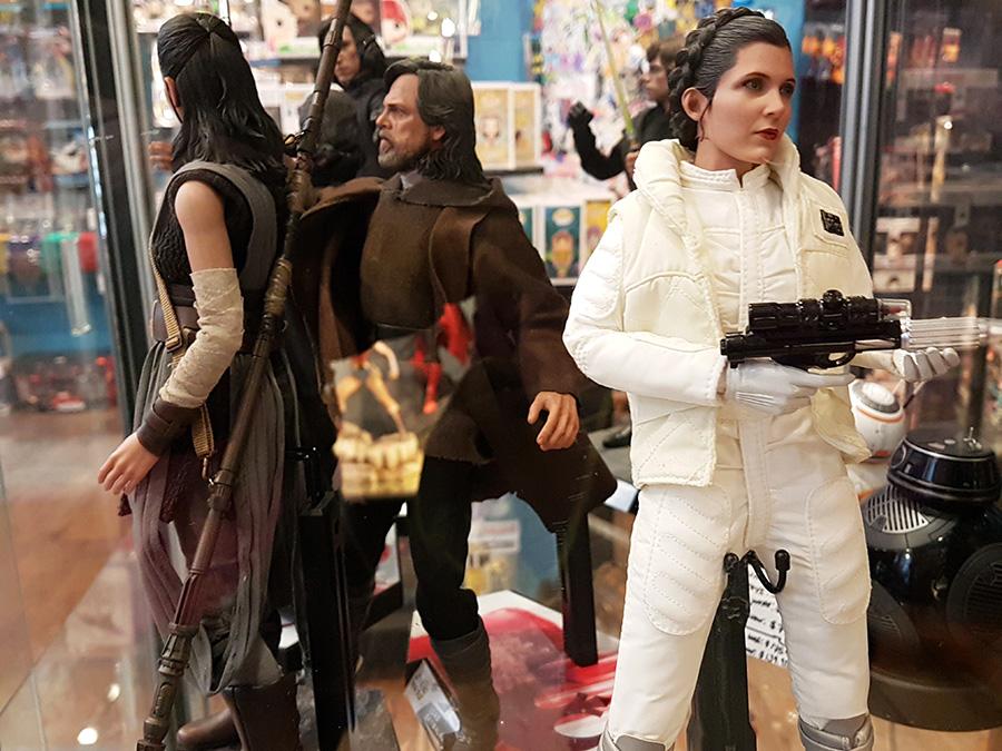 Figure Action de la Princesa Leia y Luke Skywalker en la tienda Forbidden Planet en Union Square - Foto de Andrea Hoare Madrid