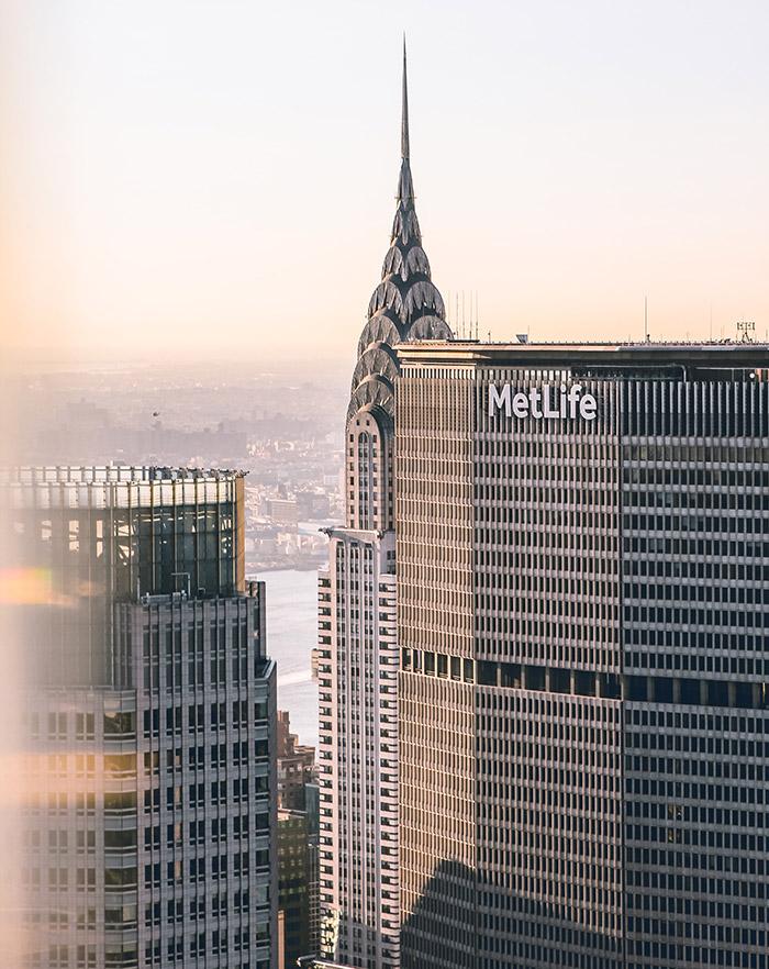 Edificios Metlife y Chrysler fotografiados desde el observatorio Top of the Rock en el Rockefeller Center - Foto de Arnaud STECKLE en Unsplash disponible en https://unsplash.com/photos/6hmGLaXCayQ