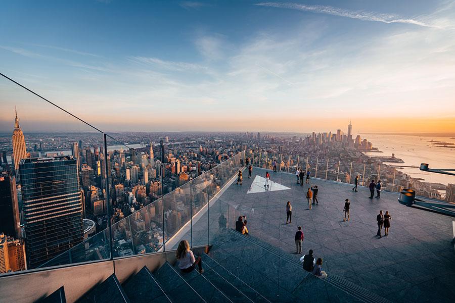 Terraza al aire libre del Observatorio Edge New York - Foto cortesía de Related Oxford disponible en los materiales de prensa y medios de Edge NY https://related.app.box.com/s/wq8738106e1iyhansyc4s541pia6yg0f/file/630318871986