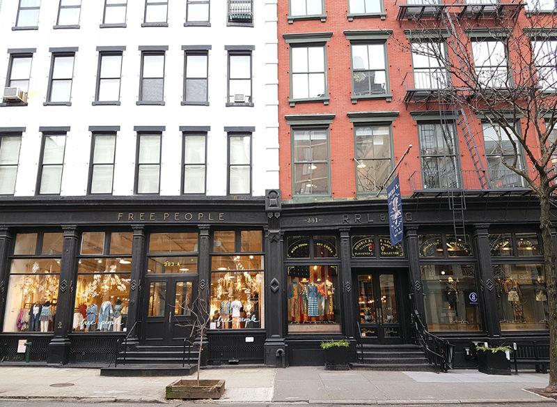 Típicos edificios y vitrinas de SOHO en Downtown Manhattan - Foto de Andrea Hoare Madrid
