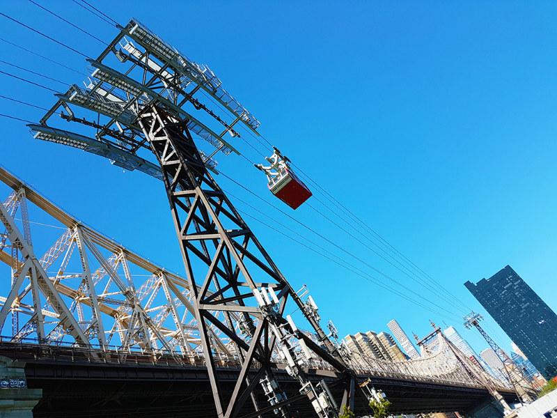 Puente de Queensboro junto a los cables del Tram de Roosevelt Island - Foto de Andrea Hoare Madrid