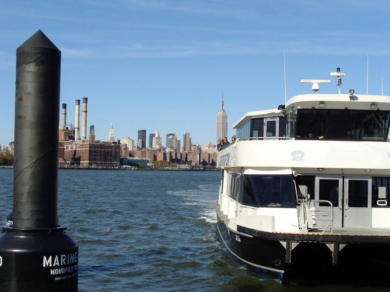 Ferry en muelle de Brooklyn - Foto de Andrea Hoare Madrid