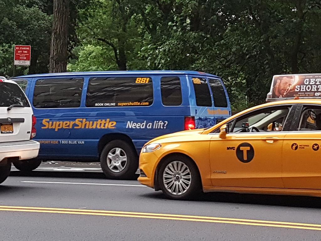 Van compartida Super Shuttle Traslado aeropuertos de Nueva York - foto de AHM