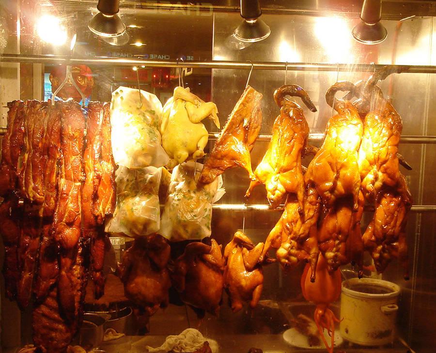 Vitrina con patos y otros animales faenados en el Barrio Chino de Manhattan - Foto de AHM