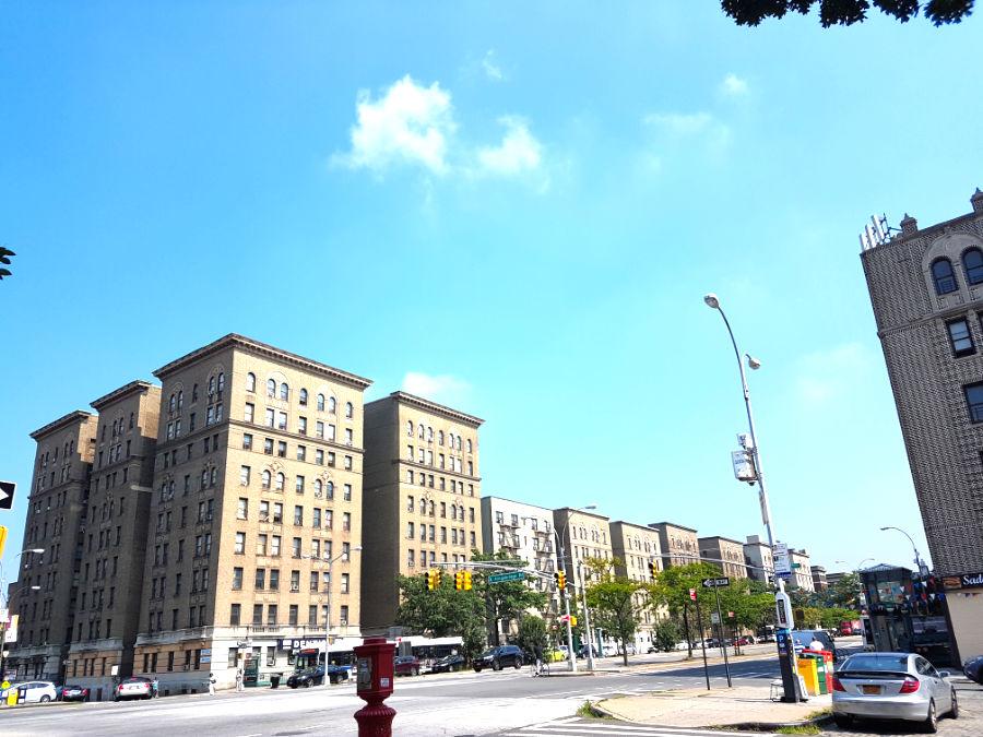 Edificios del Grand Concourse del Bronx en el Barrio Fordham, cerca de la casa de Edgar Allan Poe - Foto de Andrea Hoare Madrid