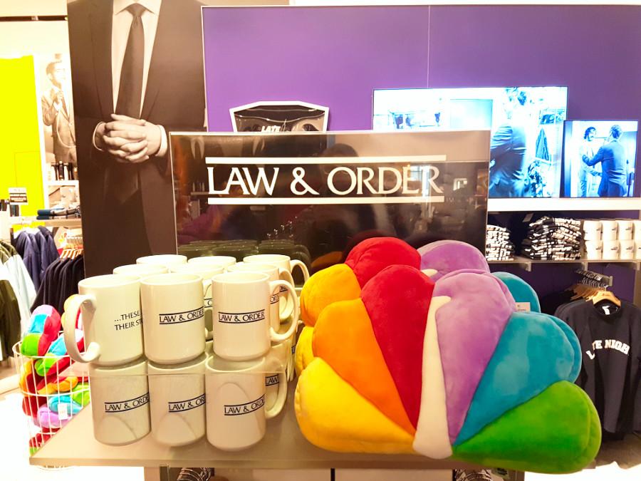 Mugs y otros souvenirs en la Tienda de la NBC en el Rockefeller Center - Foto de Andrea Hoare Madrid