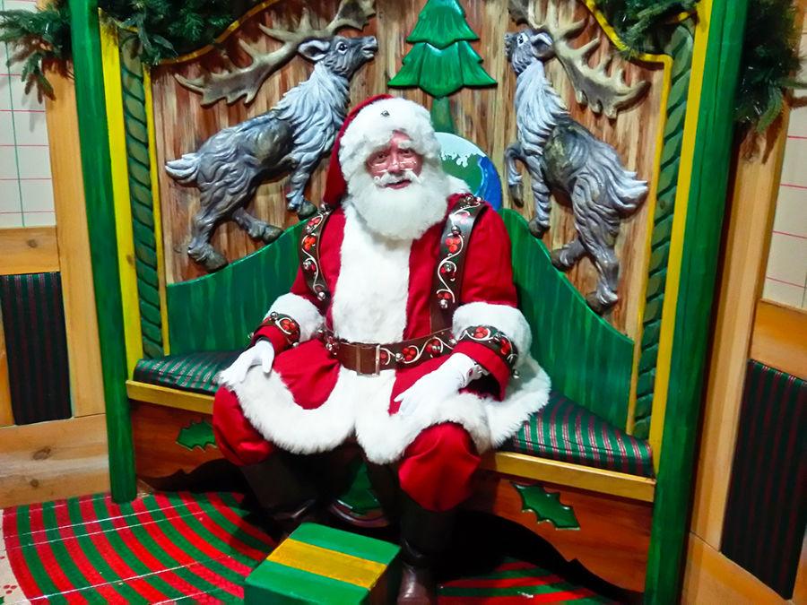 Santa Claus, Papa Noel o el Viejito Pascuero en Santaland en Macys NY - Foto de AHM